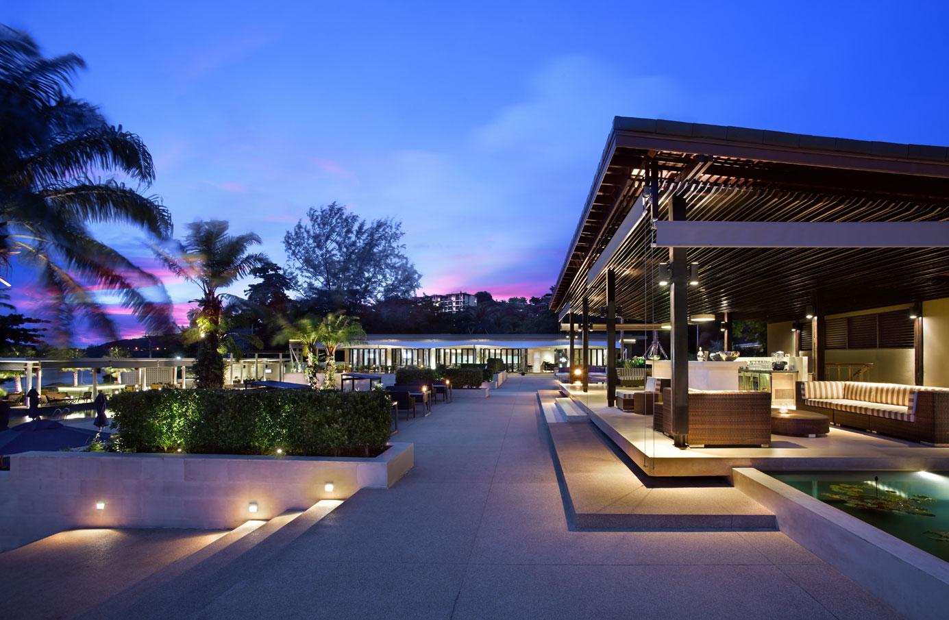 012—Hyatt-Regency-Phuket-Resort—The-Upper-Pool-Bar